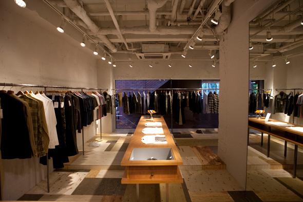 ウェアラバウツ(WHEREABOUTS)の旗艦店が青山へ移転オープン