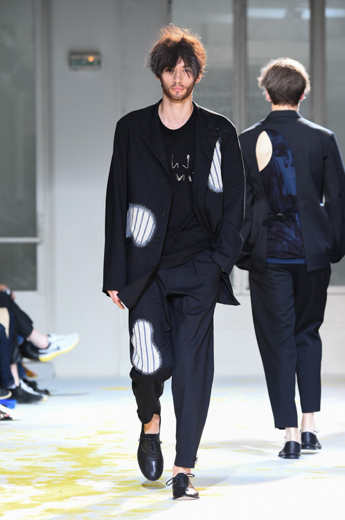 https://www.fashion-press.net/img/news/11573/yohji_15ss_39.jpg