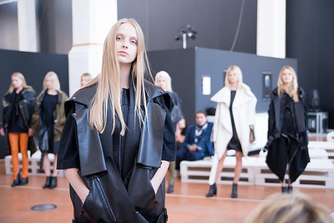 【特集】欧州最大のファッションコンテスト「ITS 2014」 -若きデザイナーたちの挑戦- 審査風景
