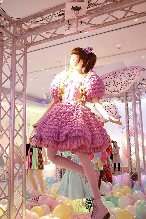 きゃりーぱみゅぱみゅの第2弾衣装展が六本木で開催 - MVやコンサートで着用した服30着