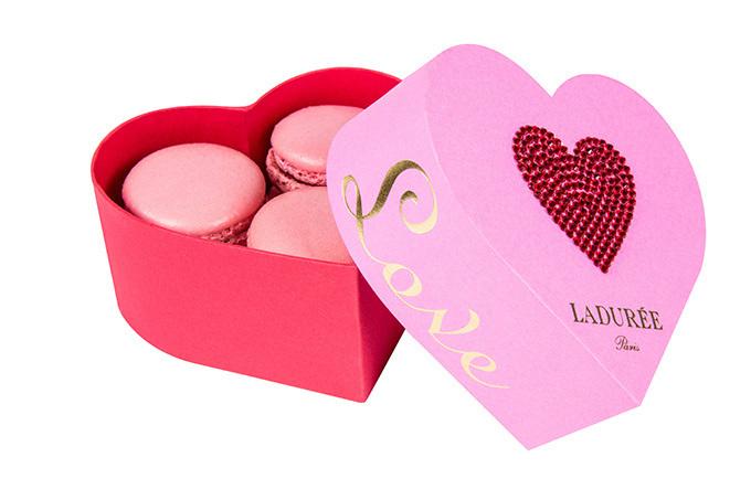 ラデュレが贈るロマンティックなバレンタイン - ハート型マカロンやキーチャームなど