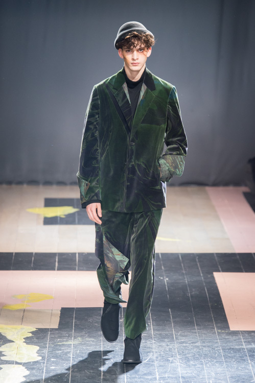 https://www.fashion-press.net/img/news/14896/yohji_15aw_67.jpg