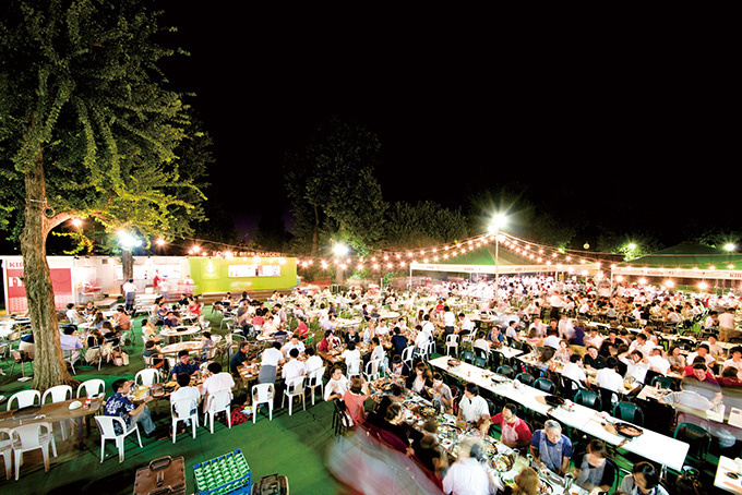 「森のビアガーデン」明治神宮外苑にオープン、都内最大級の1,000席完備