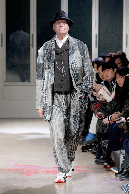 https://www.fashion-press.net/img/news/1710/yohjiyamamoto_homme_2011aw_25.jpg