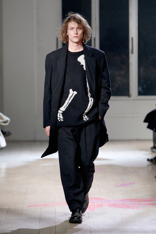 https://www.fashion-press.net/img/news/1710/yohjiyamamoto_homme_2011aw_32.jpg