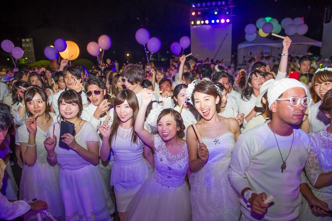 その後も、ステージではダンスパフォーマンスやライブ演奏がおこなわれ、来場者は一時も飽きることなく、イベントの終了を迎えることができた。