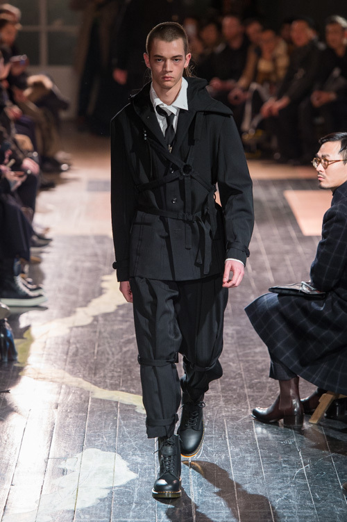 https://www.fashion-press.net/img/news/21311/yohji_2016aw_mens_0040.jpg