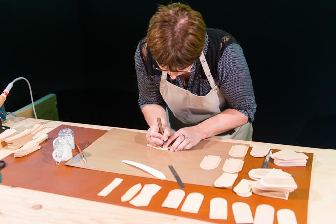 展覧会「旅するルイ・ヴィトン」の展示物、職人の手仕事