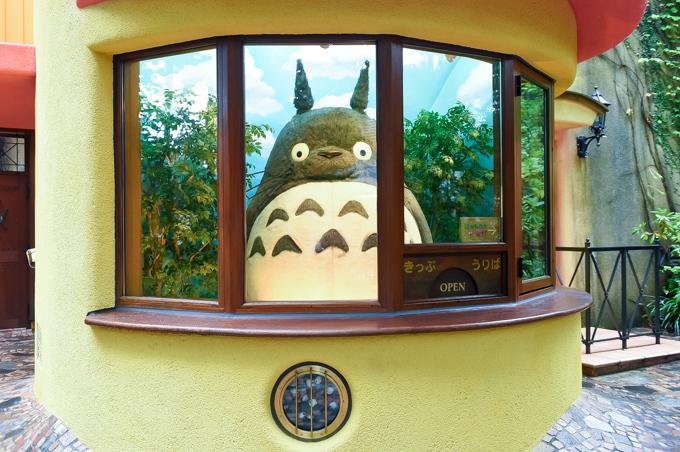 「三鷹の森ジブリ美術館」ガイド, 入口のトトロ