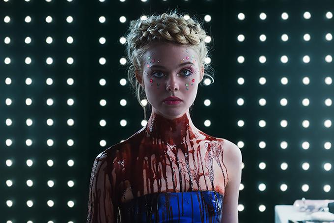 映画『ネオン・デーモン』主演エル・ファニング、モデル業界の煌めきと闇を描く