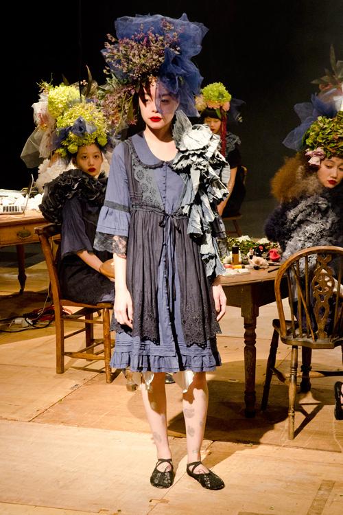 即興から生まれた、瞬間の美を讃える - fur fur(ファーファー)2012年春夏コレクション