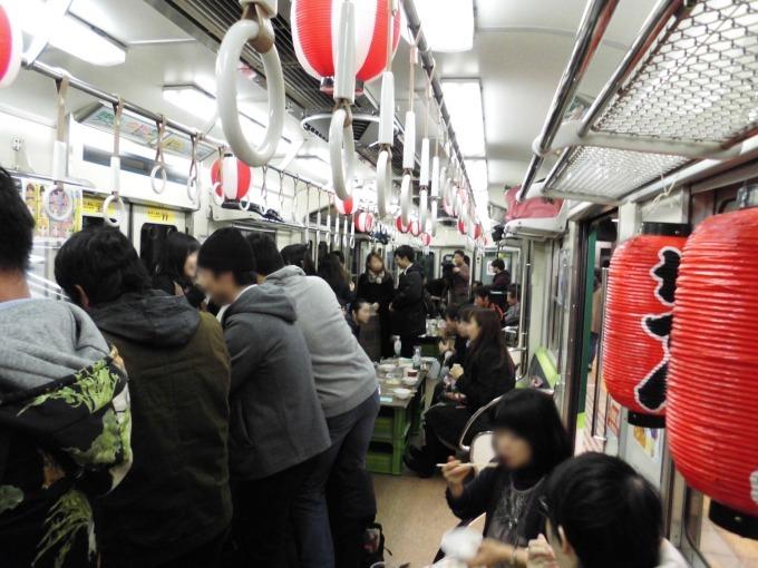京阪電車・中之島駅のホーム&電車内が居酒屋に「中之島駅 ...