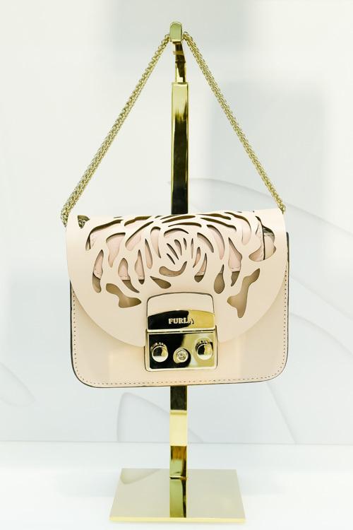 cd178465bf50 ... フルラから切り絵作家とのコラボバッグ&財布 - ピンクやゴールドの ...