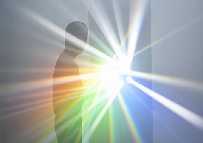 これまで、自然と人間の関係性に着目し、 光がもたらす感覚を追求し、独自の手法で作品を表現してきた。