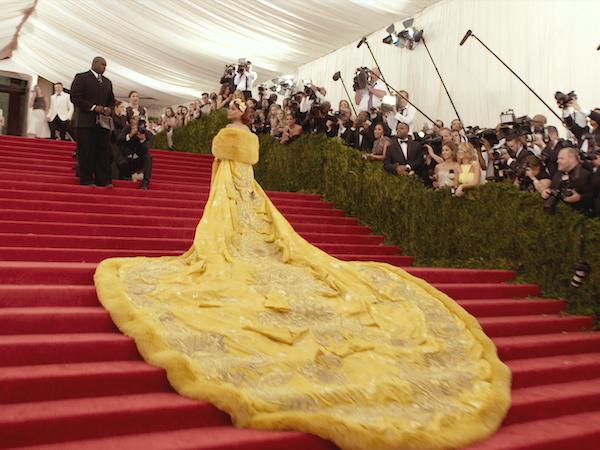 ドキュメンタリー映画『メットガラ ドレスをまとった美術館』