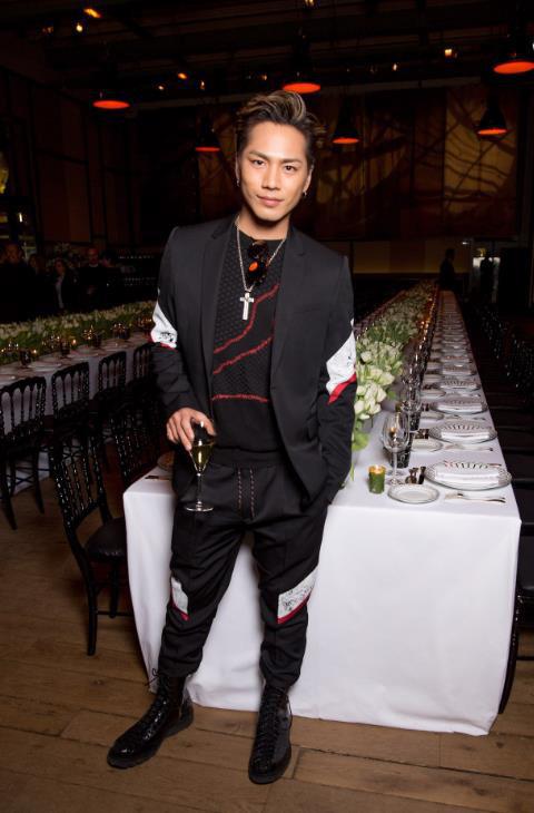 三代目 J Soul Brothersのボーカル・登坂広臣がディオール オムのセットアップを着用