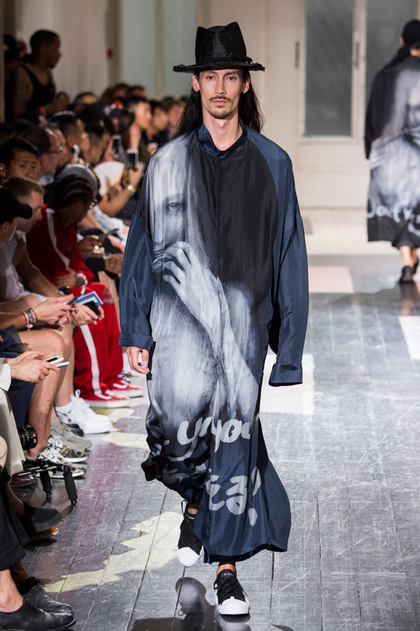 https://www.fashion-press.net/img/news/31639/yohji_18ss_67.jpg