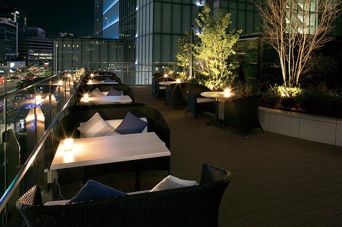サラベスの屋上ビアガーデンが東京駅に - ミニサイズのサーモンベネディクトやビールなど