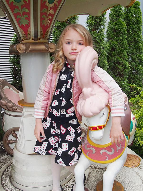 トランプ刺繍スカジャン 23,800円、トランプpt.パーカー 14,800円、 トランプpt.スカート 9,800円