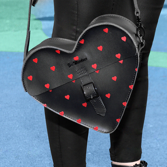 HEART SATCHEL LO 28,000円