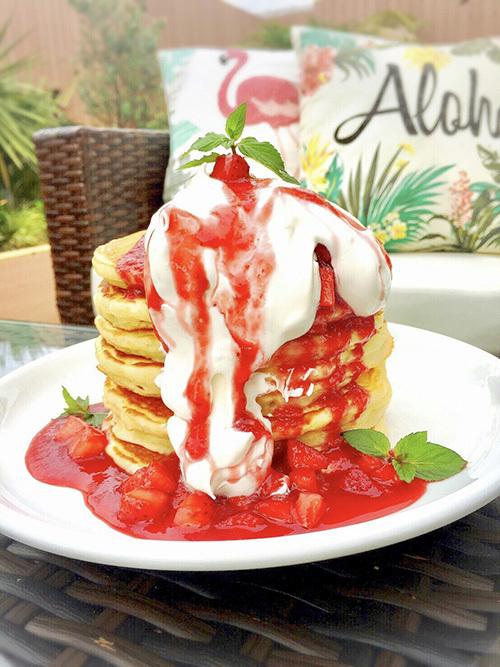 <カイラカフェ> フルーツたっぷり、ハワイアンパンケーキ
