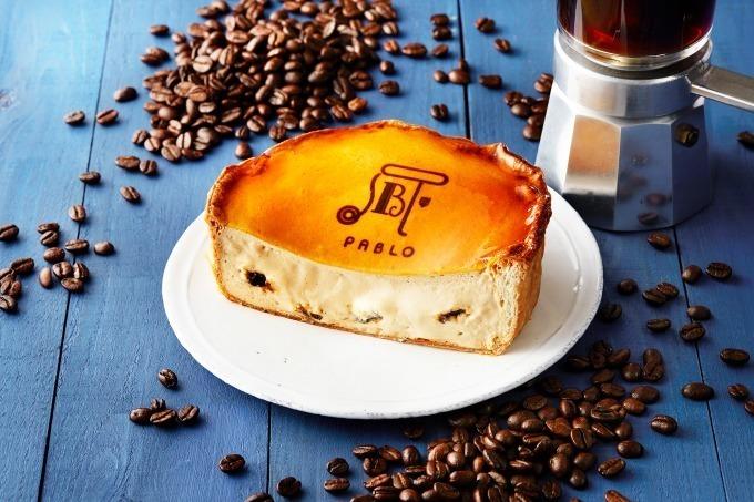 """パブロ""""プルン""""と食感のコーヒーゼリー入り「焼きたて珈琲チーズタルト」"""