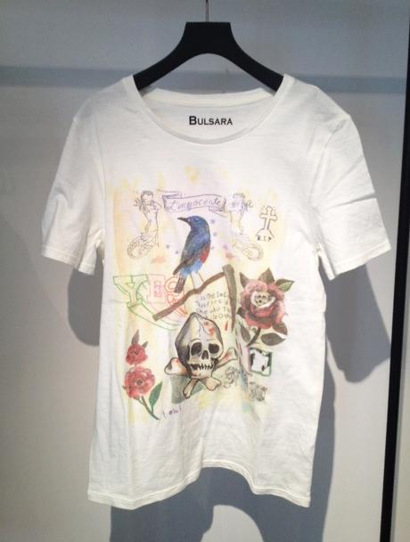 青山「BULSARA(バルサラ)」がオープン1周年 - HOWL×BULSARA Tシャツ ¥8,190(税込)