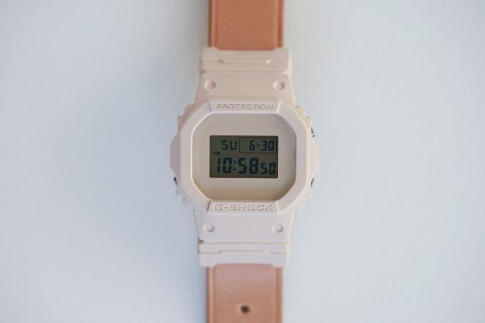 エンダースキーマ×G-SHOCK -「DW-5600」本体と牛革ベルトがともに時を刻む腕時計
