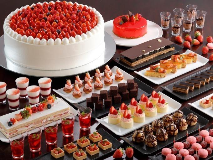 <シェラトン都ホテル大阪>チョコ&いちごのブッフェ、フォンダンショコラはライブで