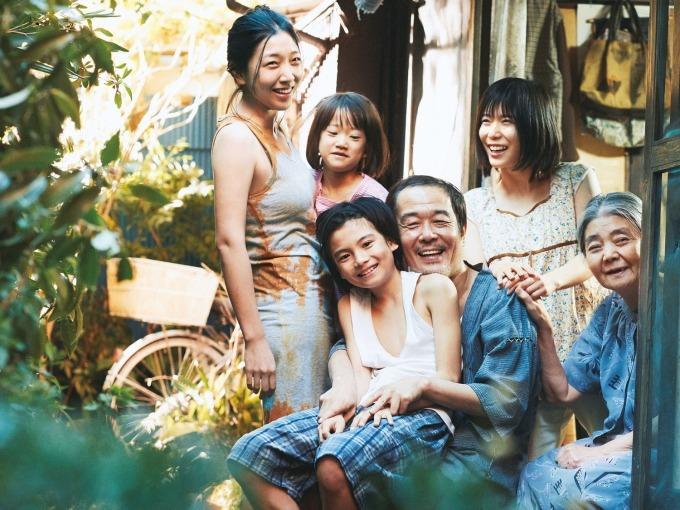 映画『万引き家族』 是枝裕和監督が犯罪で繋がる家族を描く、リリーフランキー×安藤サクラ×松岡茉優 - 写真1