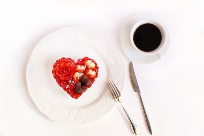 <カフェコムサ>バレンタインケーキ~いちごとチョコレートのケーキ~