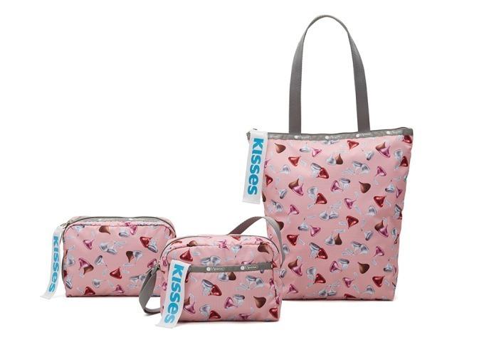 左から) Extra Large Rectangular Cosmetic 5,800円+税、Daniella Crossbody 8,000円+税