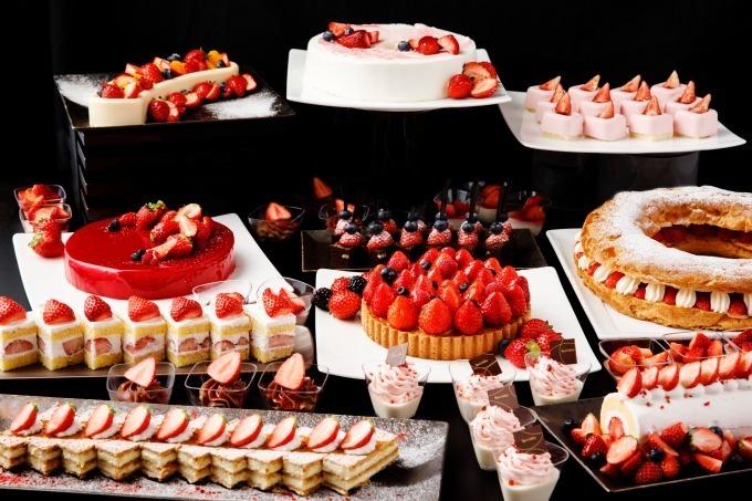 品川プリンスホテルの最上階ラウンジで苺スイーツブッフェ開催