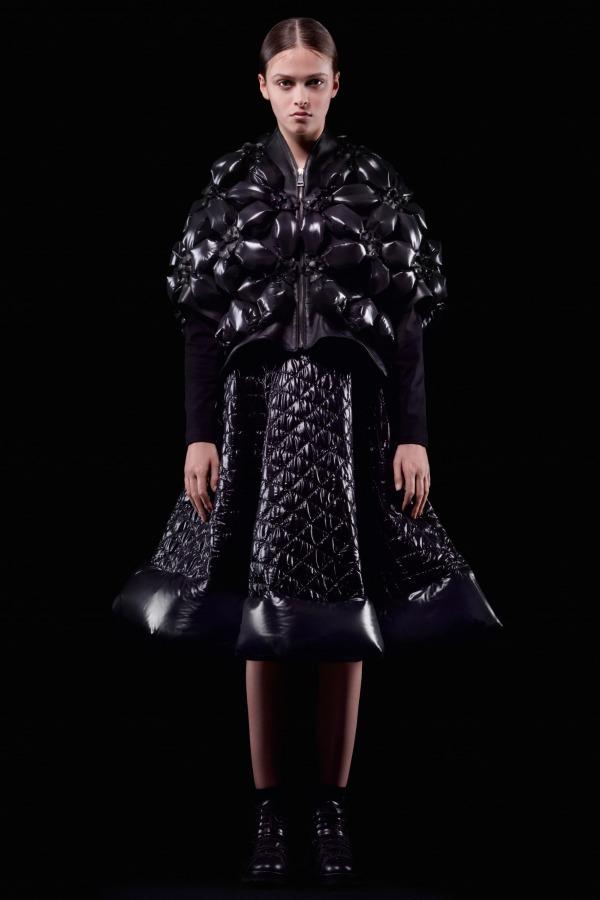 "<a href=""https://www.fashion-press.net/collections/9004"">モンクレール ノワール ケイ ニノミヤ 2018年秋冬コレクション</a>"