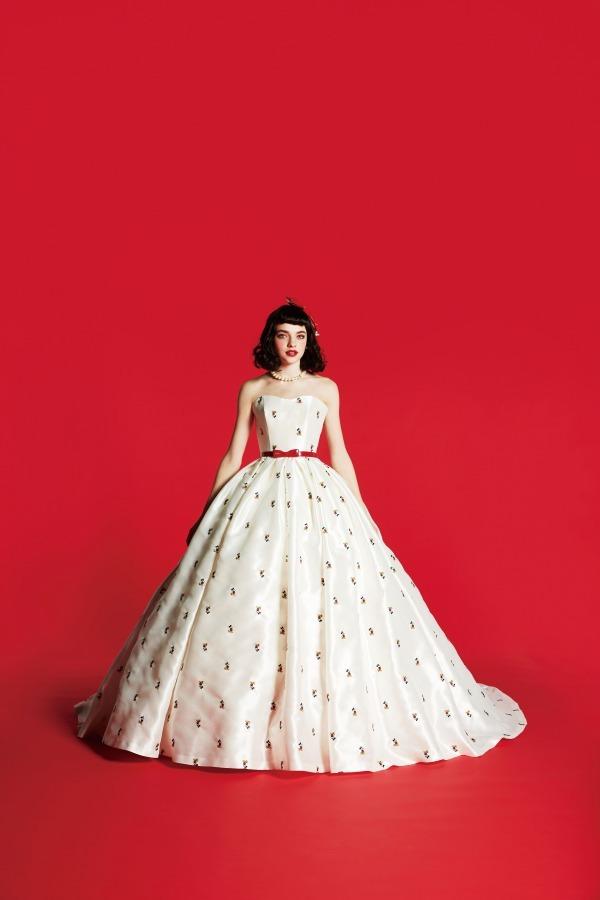 ディズニーキャラクターのウエディングドレスがクラウディアから