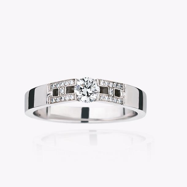 ヘラクレス エンゲージメントリング ホワイトゴールド/ラウンド・ダイヤモンド(0.25カラット)/パヴェ・ダイヤモンド(0.05カラット) 707,000円~