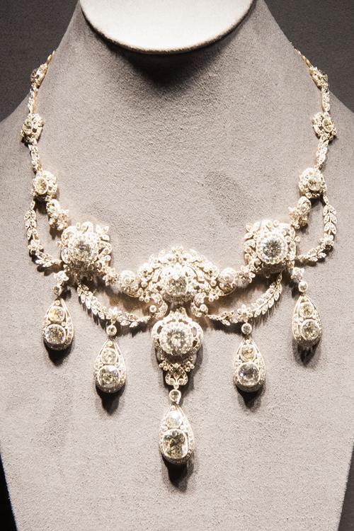 オードリー・ヘップバーンも着用した伝説の「ティファニー ダイヤモンド」が初来日、銀座で一般公開も