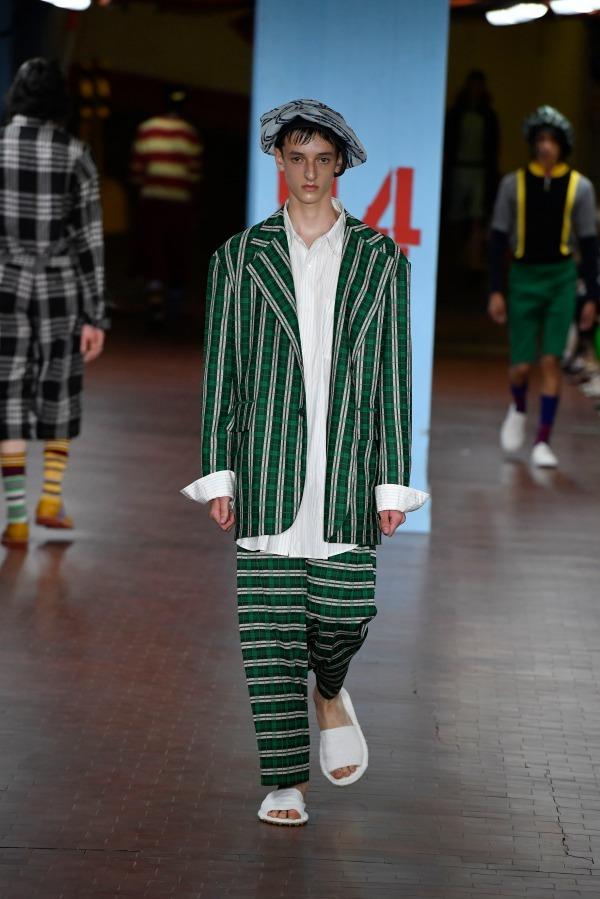 10a24c2f6b79 https://www.fashion-press.net/img/news/40641/MARNI_2019SS_025.jpg