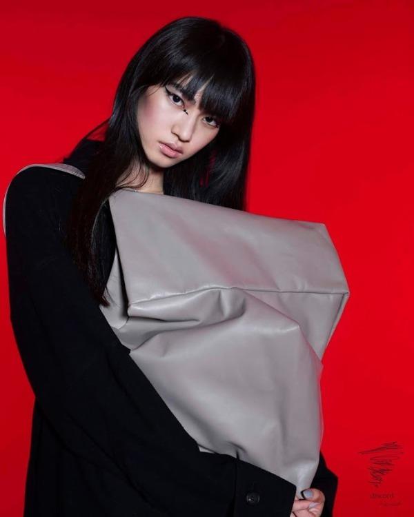 discord Yohji Yamamoto   Autumn Winter 2018-19 Collection     Photographed by Mika Ninagawa    [Bag – Geometric Bag]
