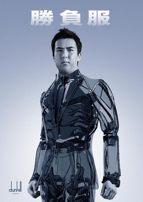 サッカー日本代表「勝負服」のロボティックバージョンを着用した長谷部のスーパービジュアル
