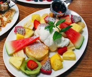 ハワイの人気カフェ・ダイニング「サニー デイズ」お台場に、ベリーたっぷりのパンケーキ&ロコモコなど 画像3