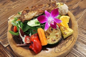ハワイの人気カフェ・ダイニング「サニー デイズ」お台場に、ベリーたっぷりのパンケーキ&ロコモコなど 画像4