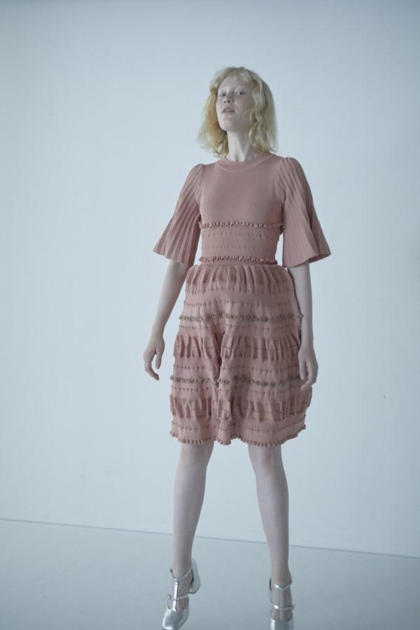 「レーシー&フリルニットドレス」27,500+税