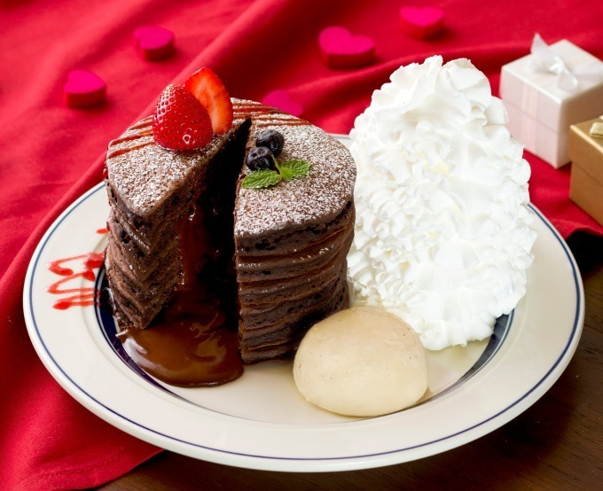 """<エッグスンシングス>""""中からトロ~リ濃厚チョコ""""「フォンダンショコラパンケーキ」"""