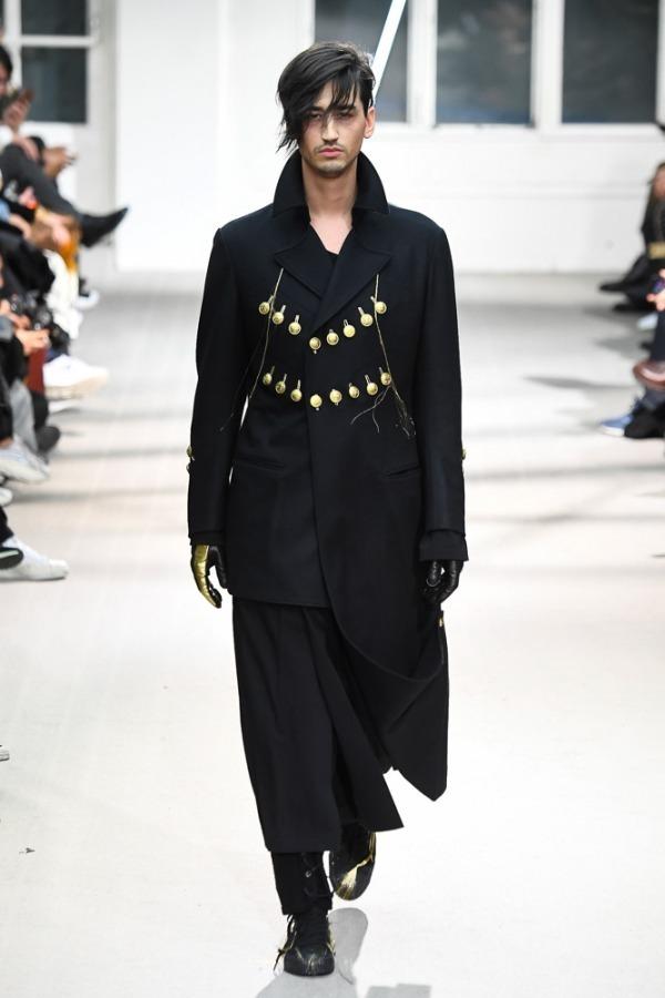 https://www.fashion-press.net/img/news/46218/yohji_19aw_63.jpg