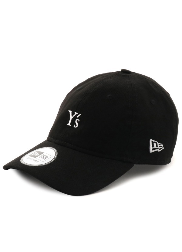 〈Y's×ニューエラ〉マニッシュな白黒の「9THIRTY」キャップ&ロゴをあえて隠したサコッシュ