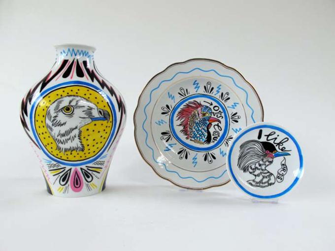 写真24手書きイラストで陶器がポップに変身注目アーティスト