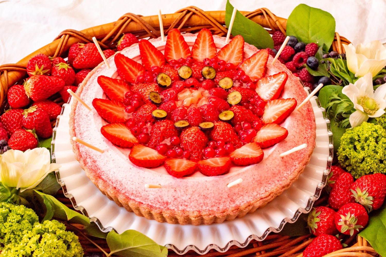 グランフロント大阪限定「ミックスフルーツジュースのタルト」桃のコンポートや苺を使用