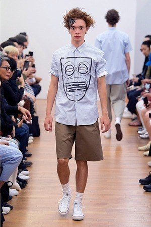 ブルー メンズアイテム特集 夏コーデに使える爽やかな青シャツやスニーカー バッグ ファッションプレス