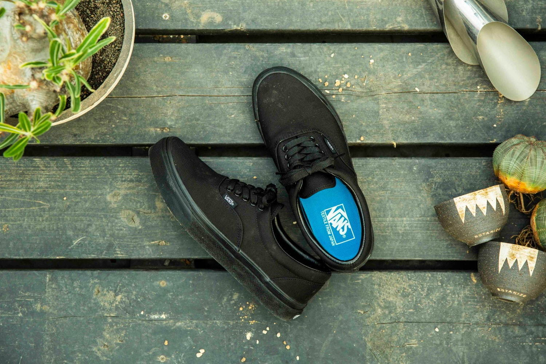 <VANS>撥水性アッパーを採用した黒スニーカー
